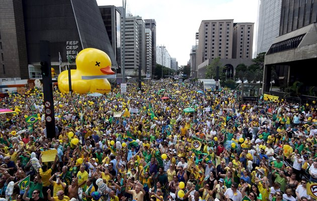 Demonstrators attend a protest calling for the impeachment of Brazil's President Dilma Rousseff at Paulista Avenue in Sao Paulo, Brazil, in this December 13, 2015 file photo. Brazil's business leaders have adopted the duck to fight against what they describe as the economic quackery of Rousseff, a leftist who is facing growing pressure to quit and struggling to pull the economy out of its deepest recession in 25 years. REUTERS/Paulo Whitaker/Files