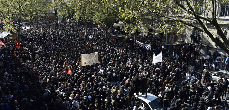 A general view shows protesters attending the traditional May Day demonstration in Paris on May 1, 2016.   / AFP PHOTO / ALAIN JOCARD